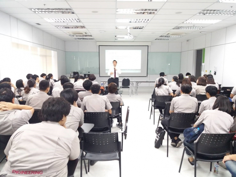 Mitsubishi gives a lecture to students at Panyapiwat